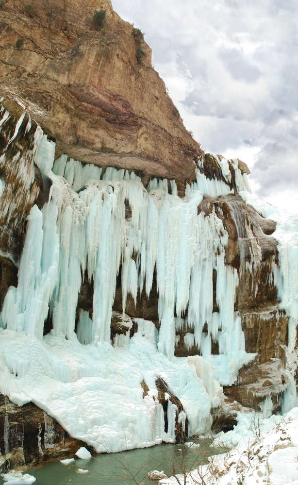 chegemskiy-vodopad-zimoi